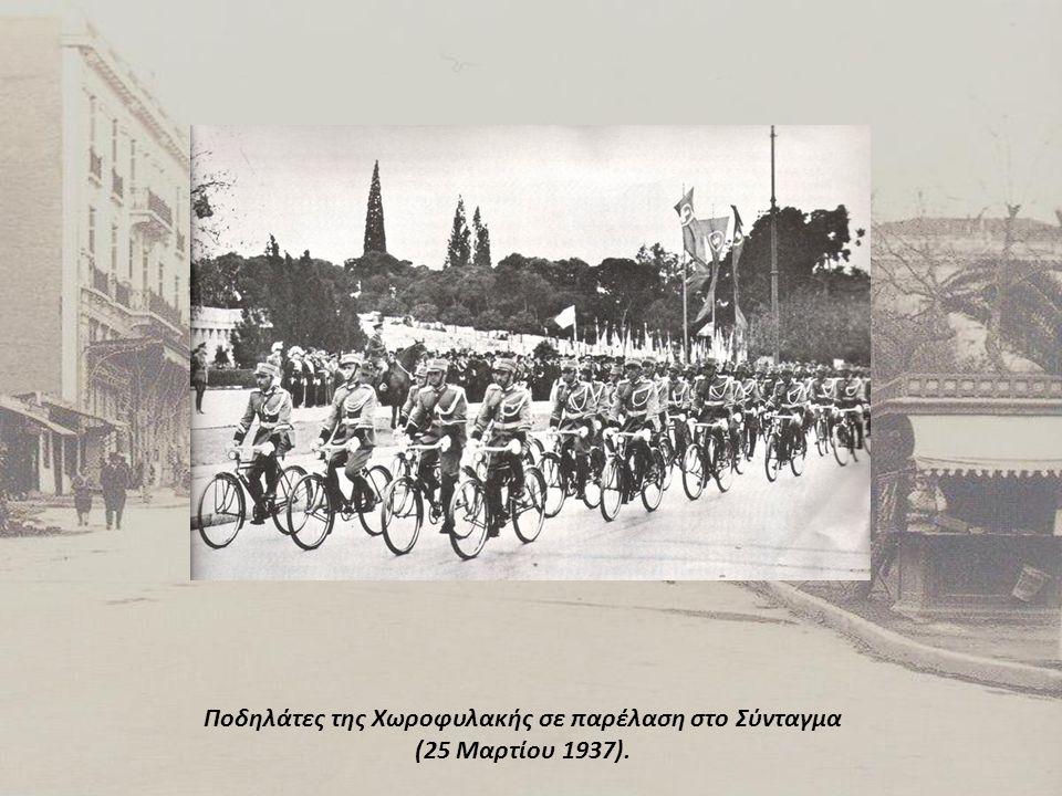 Ποδηλάτες της Χωροφυλακής σε παρέλαση στο Σύνταγμα