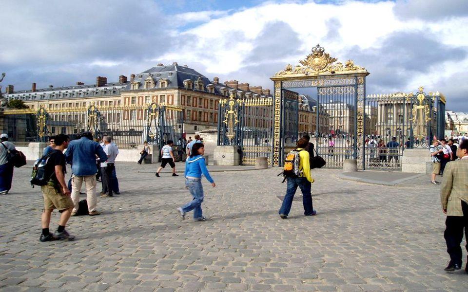 Entrée des touristes – Η Είσοδος των τουριστών chez Louis XIV