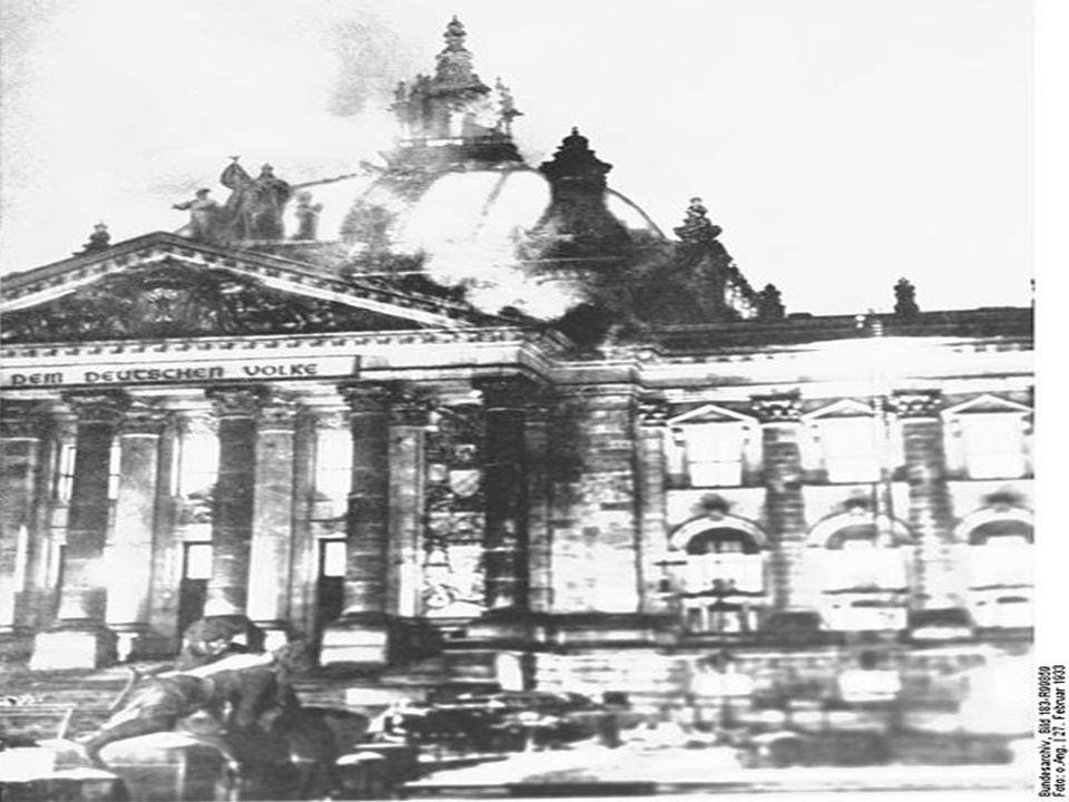 Στις 27 Φεβρουαρίου 1933 ξεσπά πυρκαγιά στο Ράιχσταγκ