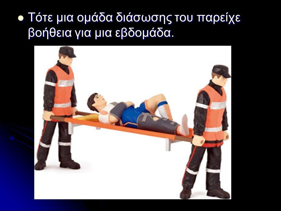 Τότε μια ομάδα διάσωσης του παρείχε βοήθεια για μια εβδομάδα.