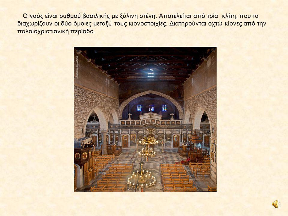Ο ναός είναι ρυθμού βασιλικής με ξύλινη στέγη